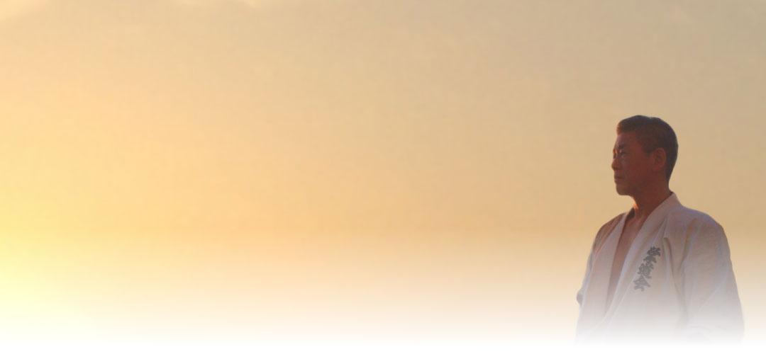 夕焼け背景の掌道会代表